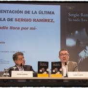 Con Sergio Ramírez en la presentación de Ya nadie llora por mí, foto de Daniel Mordzinski (2017)